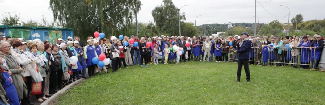 В Москве на 85-летие мэра столицы Юрия Лужкова в музее-заповеднике «Коломенское» прошел открытый субботник в память о главе города